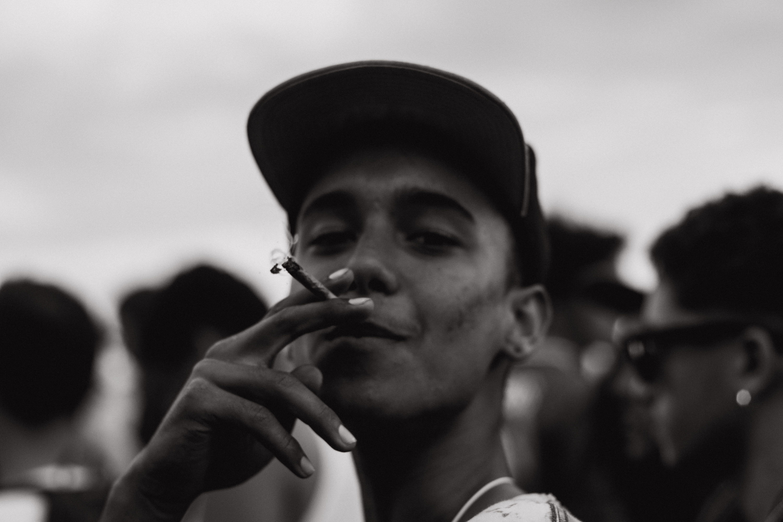 Uso de marihuana en comunidad latina y negra: la más penalizada en EU