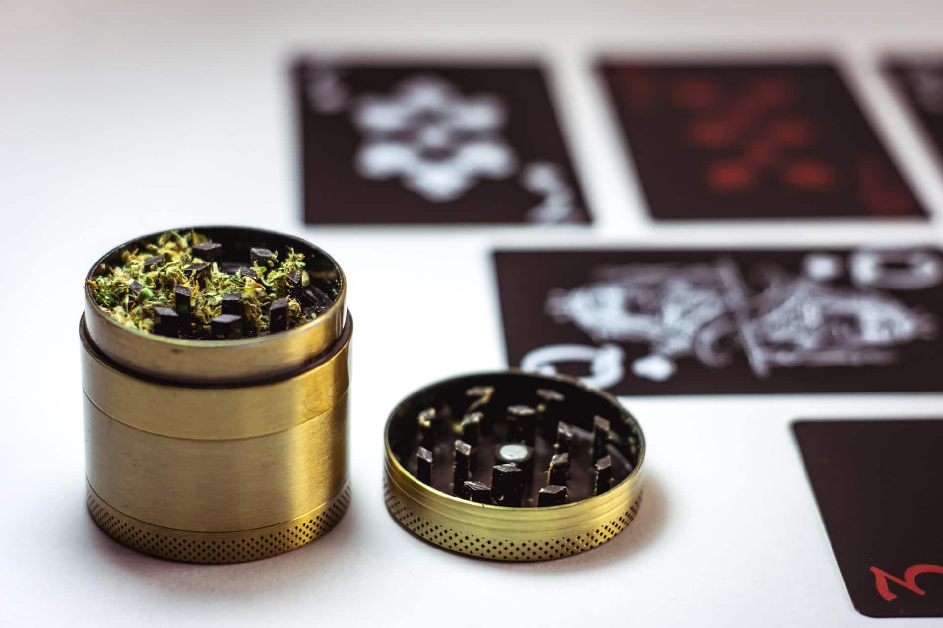 Nación Cannabis | Cómo triturar cannabis en un grinder